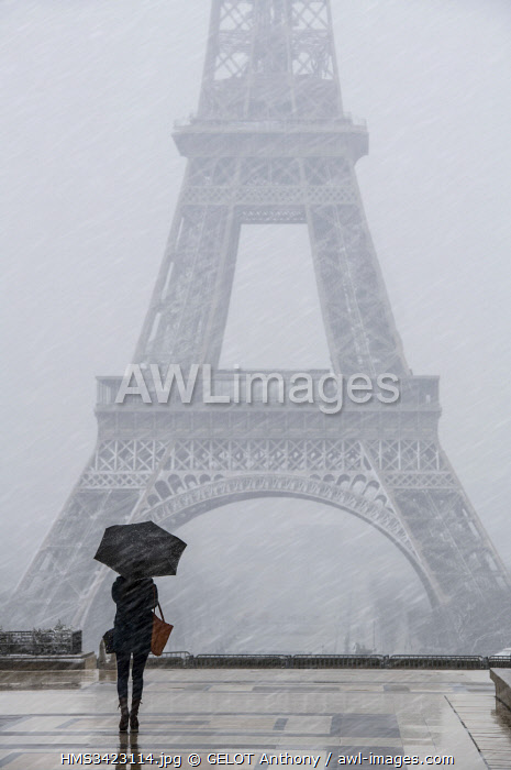 France, Paris, area listed as World Heritage by UNESCO, Eiffel Tower from the Place du Trocadero under the snow