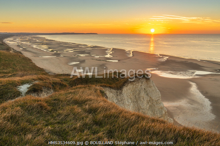 France, Pas de Calais, Opal Coast, Great Site of the two Caps, Escalles, Cap Blanc nez, the Cape Blanc Nez and the walk towards the bay of Wissant at the end of the day