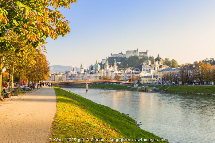 Cycle path along Salzach river with the old town in the background, Salzburg, Salzburger Land, Austria, Europe