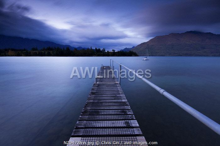 Sunrise at Lake Wakatipu, Queenstown, New Zealand