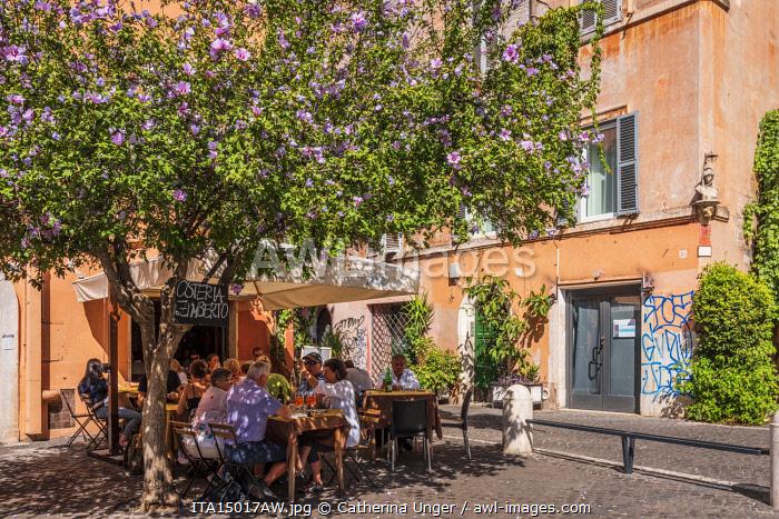 Europe, Italy, Rome. A restaurant in the popular quarter of Trastevere.