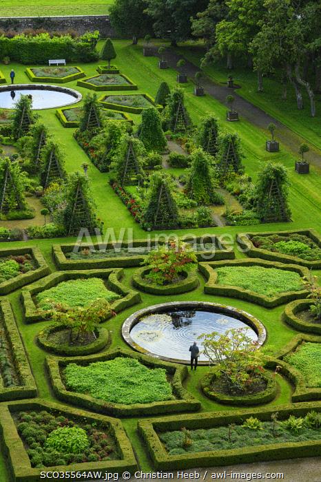UK, Scotland, Highlands, Sutherland, Dunrobin Castle, garden