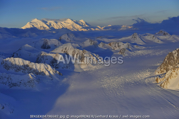 Mount Logan, 5959 m, highest mountain in Canada, front Kaskawulsh Glacier, St. Elias Mountains, Icefield Ranges, Yukon Territory, Canada, North America