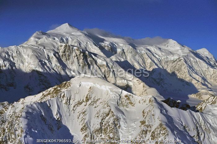 Mount Logan Summit, 5959 m, Canada's highest mountain, St. Elias Mountains, Icefield Ranges, Yukon Territory, Canada, North America