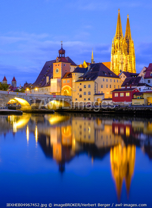 Illuminated Old Town with Stone Bridge and Cathedral reflected in the Danube at dusk, Regensburg, Upper Palatinate, Bavaria, Germany, Europe