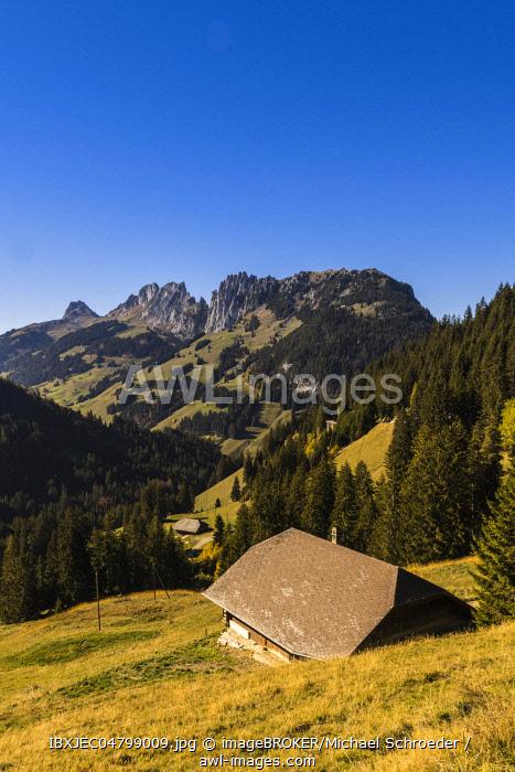 Mountain landscape at the Jaunpass in the Simmental, hut, autumn, Bernese Oberland, Alps, Switzerland, Europe