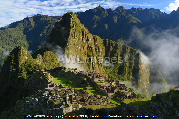 Inca ruins of Machu Picchu in the morning light, UNESCO World Cultural Heritage Site, Urubamba Valley, Andes, Peru, South America