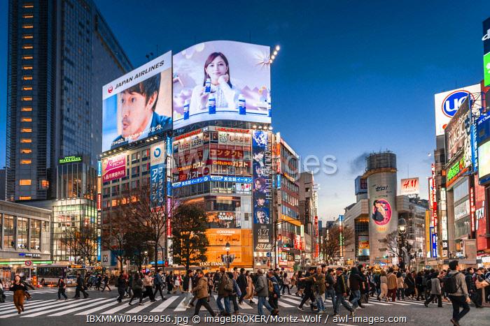 Shibuya Crossing, crowds at crossroads, colorful signs and illuminated advertising at dusk, railway station Shibuya, Shibuya, Udagawacho, Tokyo, Japan, Asia