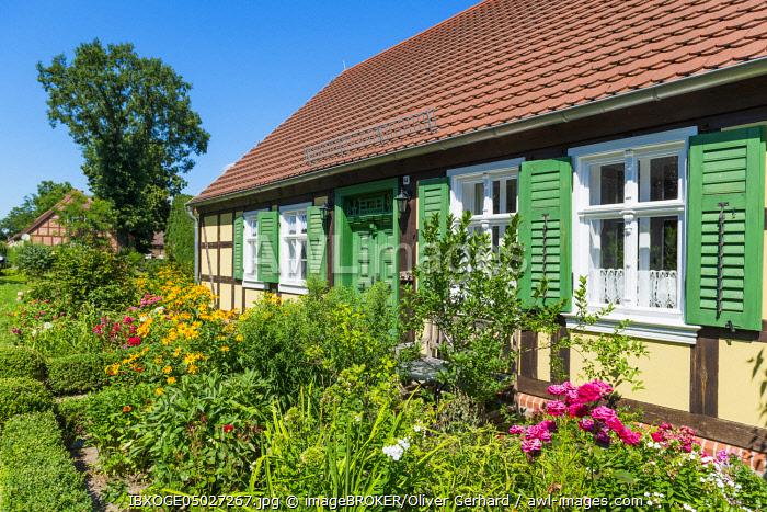 Half-timbered house, front garden with flower bed, Neulietzeg�ricke, Neulewin, Oderbruch, Brandenburg, Germany, Europe