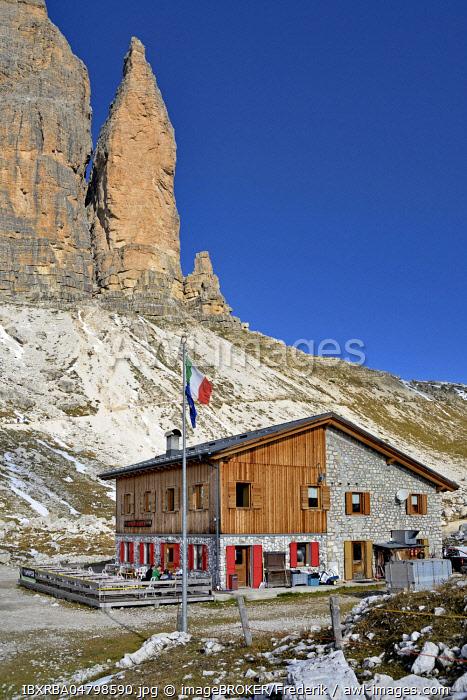 Lavaredo Hut 2344 m below the Three Peaks South Wall, Sexten Dolomites, Province of Belluno, Italy, Europe
