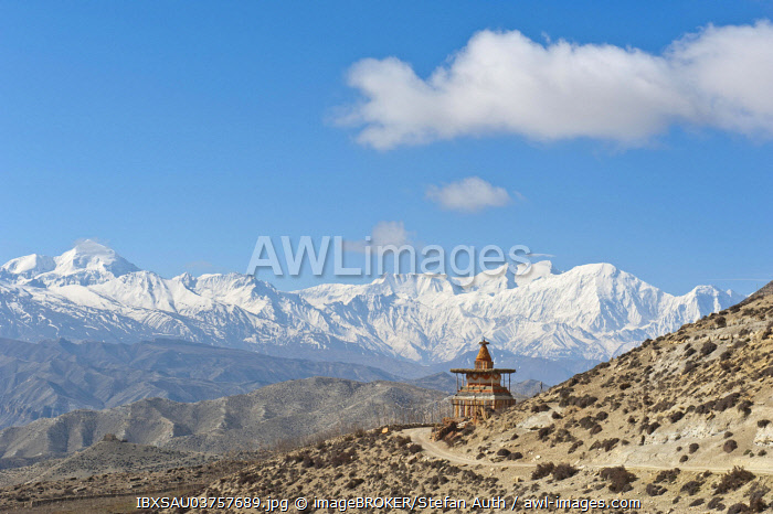 Vast landscape with stupa, the snow-covered mountains of the Annapurna Range at back, near Geling, Upper Mustang, Lo, Nepal, Asia