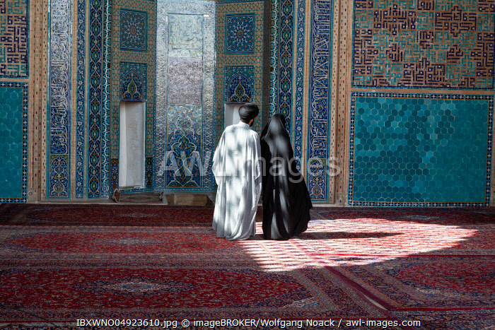 Muslim couple in the Jameh Mosque, Yazd, Iran, Asia