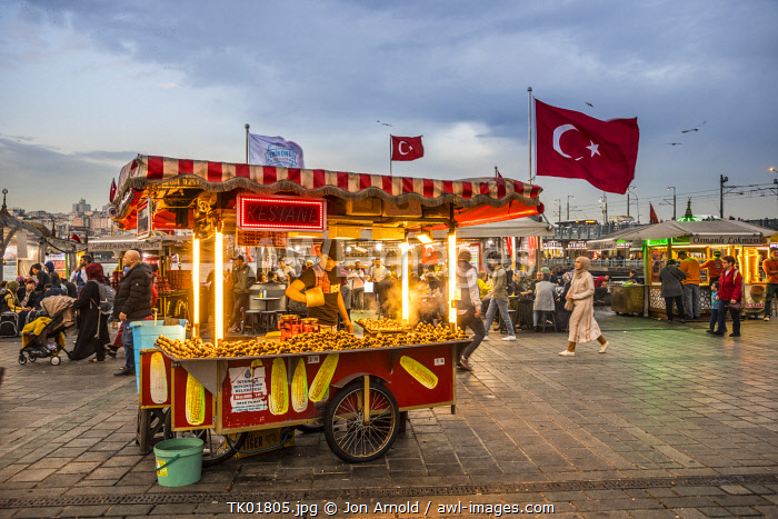 awl-images.com - Turkey / Food vendor, Eminonu district, Istanbul, Turkey