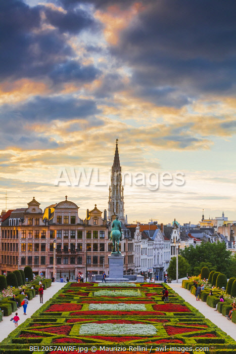 awl-images.com - Belgium / View of the Brussels town hall and the Mont des Arts park at dusk, Belgium