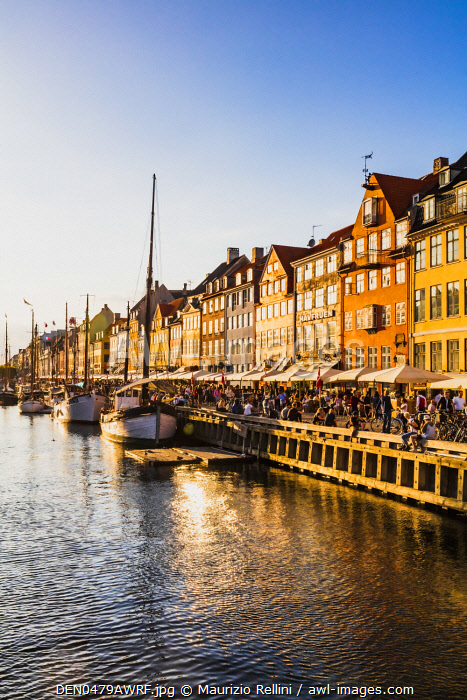 awl-images.com - Denmark / Typical buildings along Nyhavn water canal in Copenhagen at sunset, Denmark