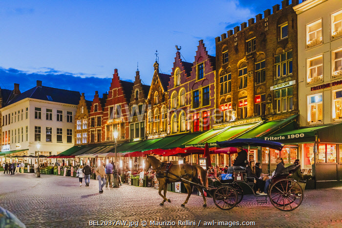 awl-images.com - Belgium / Tourists sitting in cafe on Bruges main square, Belgium