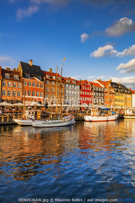 awl-images.com - Denmark / Nyhavn canal in Copenhagen at sunset, Denmark
