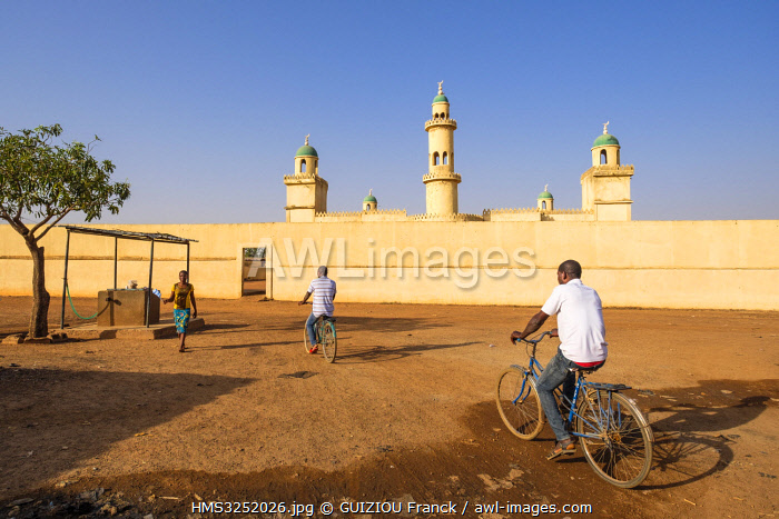 awl-images.com - Burkina Faso / Burkina Faso, Boulkiemdé province, Koudougou, mosque in the southern district