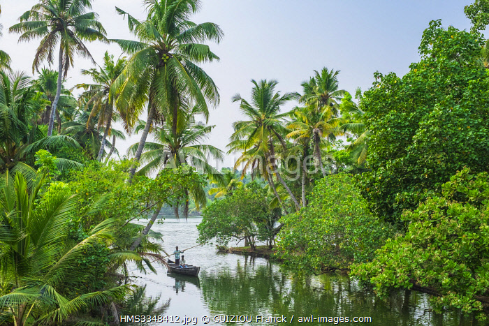 India, state of Kerala, Kollam district, Munroe island or Munroturuttu, inland island at the confluence of Ashtamudi Lake and Kallada River, backwaters (lagoons and channels networks)