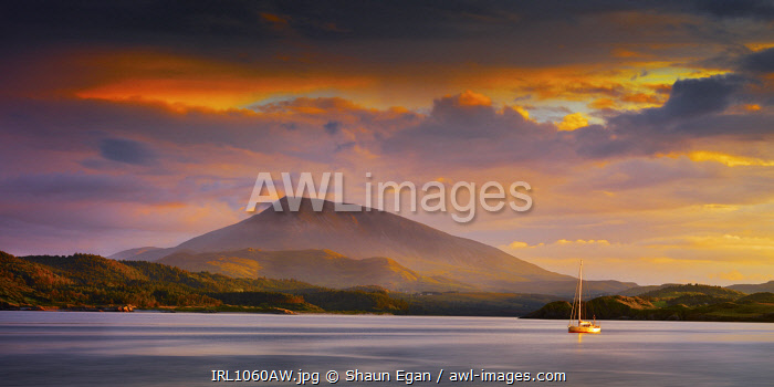 Ireland, Co.Donegal, Rosapenna, Downings, Muckish mountain at dusk