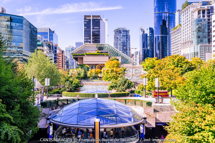 awl-images.com - Canada / Robson Square, skyline and green trees in Vancouver, Brithsh Columbia, Canada