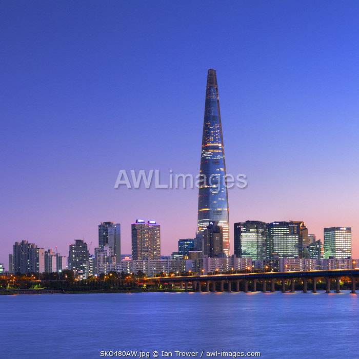 awl-images.com - South Korea / Lotte World Tower and Han River at dusk, Seoul, South Korea