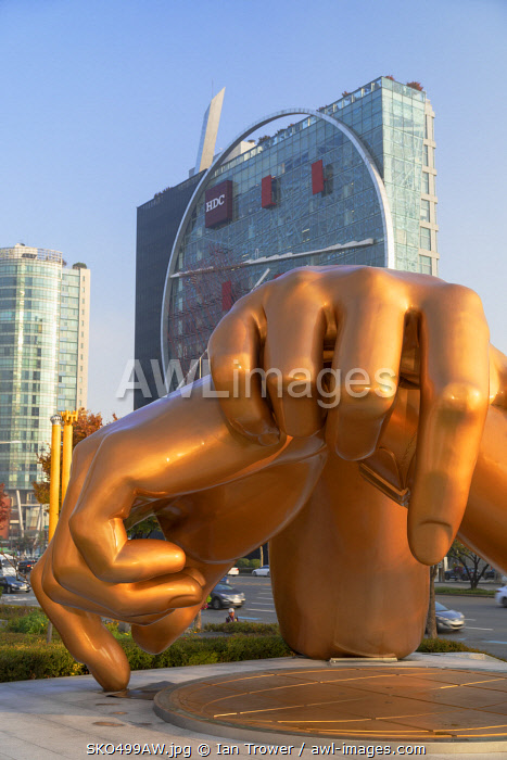 awl-images.com - South Korea / The Tangent (Hyundai Development Corporation HQ) and Gangnam Style sculpture, Gangnam-gu, Seoul, South Korea