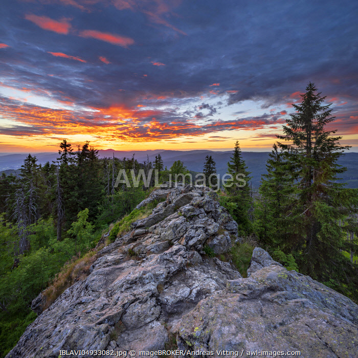 awl-images.com - Germany / View from the summit of the Großer Rachel at sunset, Bavarian Forest National Park, Bavaria, Germany, Europe