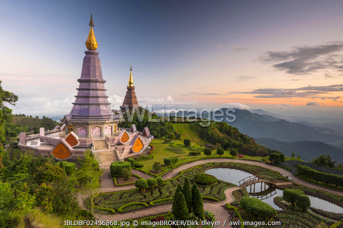awl-images.com - Thailand / Phra Mahathat Naphamethinidon temple complex, Chedi of the Queen and Chedi of the King, Doi Inthanon National Park, Chiang Mai Province, Northern Thailand, Thailand, Asia