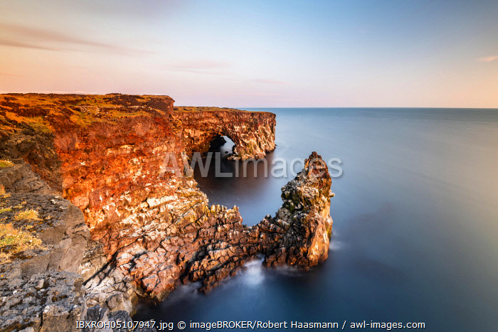 awl-images.com - Iceland / Steep coast with rock formations at Ondverdarnes, long exposure, Ondverdarnes, Snaefellsjokull National Park, Snaefellsnes Peninsula, Snaefellsnes, Vesturland, Iceland, Europe