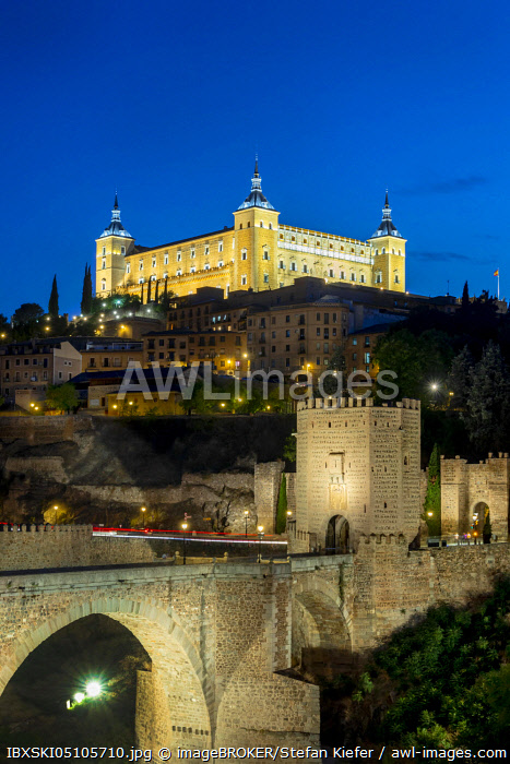 awl-images.com - Spain / Bridge Gate, Alcantara Bridge, Puente del Alcantara, over the river Tajo, with Alcazar de Toledo, night view, Toledo, Castilla-La Mancha, Spain, Europe