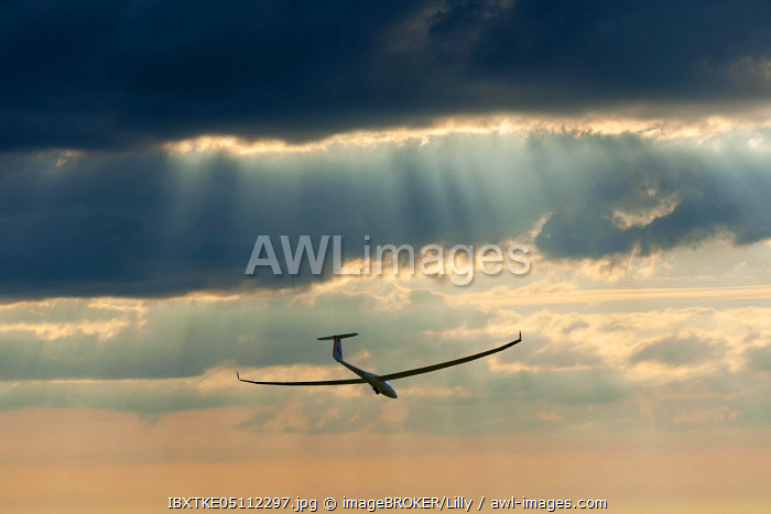 awl-images.com - Germany / Glider about to land, Germany, Europe