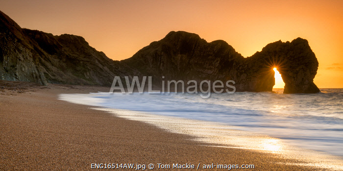 awl-images.com - England / Sunrise Through Durdle Door, Dorset, England