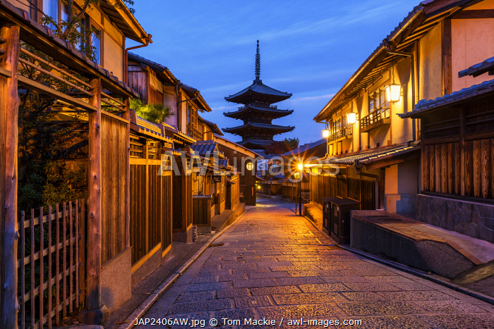 awl-images.com - Japan / Higashiyama District & Yasaka Pagoda in Hokanji Temple, Kyoto, Japan