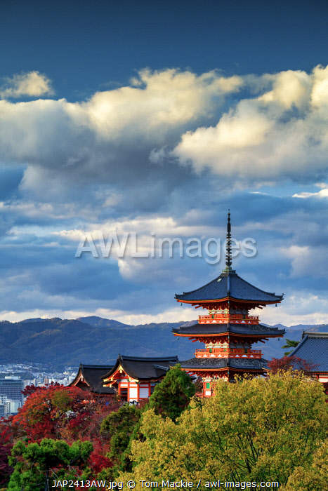 awl-images.com - Japan / Sanjunoto pagoda of Kiyomizu-dera Temple in Autumn, Higashiyama, Kyoto, Japan