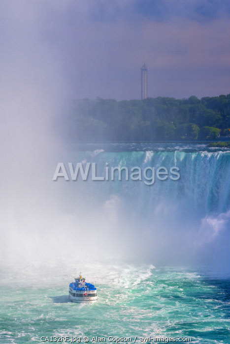 awl-images.com - Canada / Canada, Ontario, Niagara Falls, Horseshoe Falls, Maid of the Mist boat tour