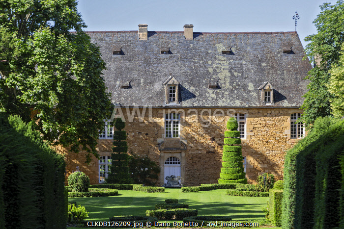 Dordogne, Perigord, Salignac-Eyvigues, France.  The gardens of the manor of Eyrignac