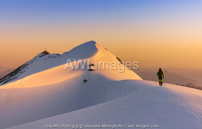 The snow capped ridge and summit of Punta degli Spiriti, Geister spitze, Stelvio pass, Stilfser joch, Bormio, So ndrio district, Alps, Lombardy, Italy
