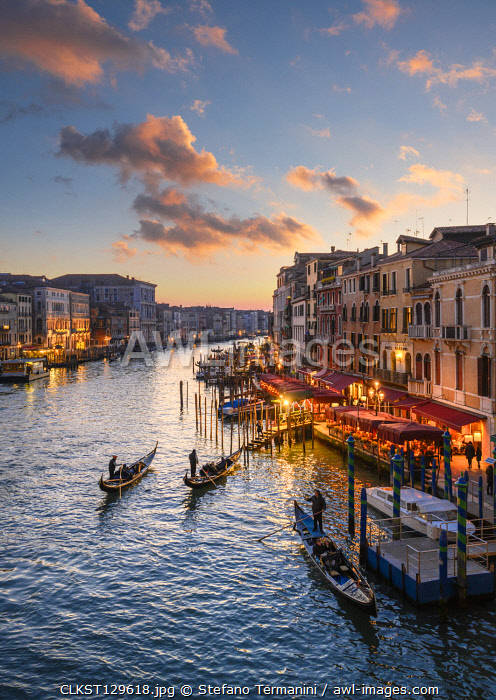 Canal grande at sunset near Rialto Bridge, Venice, Veneto, Italy.
