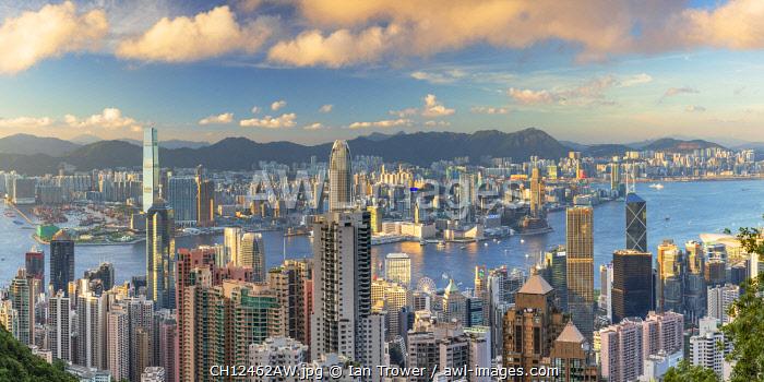 Skyline of Hong Kong Island and Kowloon, Hong Kong