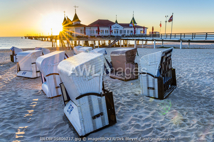 Pier Ahlbeck, restaurant, beach chairs, sunrise, seaside resort Ahlbeck, Usedom, Mecklenburg-Vorpommern, Germany, Europe