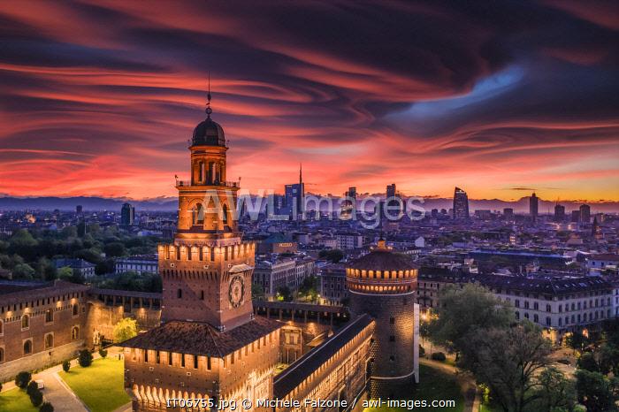 Italy, Lombardy, Milan, Simplon Park (Parco Sempione) and Sforza Castle (Castello Sforzesco)
