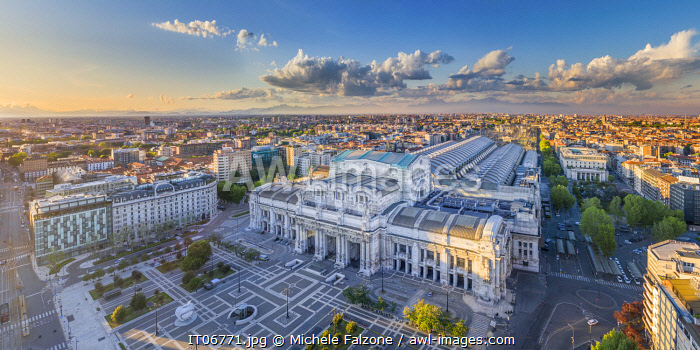 Italy, Lombardy, Milan, Central Railway Station and Piazza Duca D'Aosta (1931, largest train station in Europe by volume)