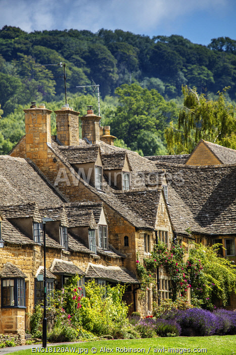 Europe, United Kingdom, England, Cotswolds. Stone cottages in Broadway village