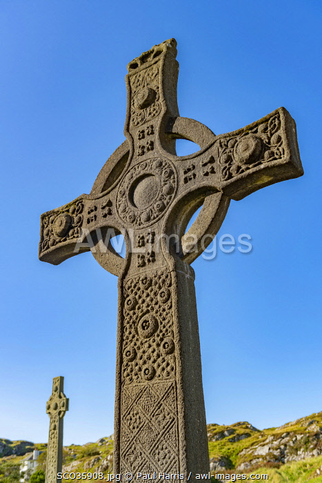 awl-images.com - Scotland / Scotland, Isle of Mull, Inner Hebrides, Iona Abbey, A replica of St John's Celtic Cross, Iona Abbey, founded by St. Columba in 563