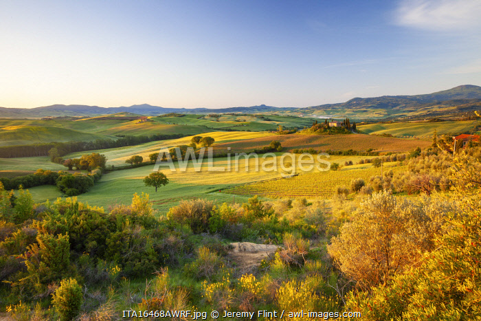 awl-images.com - Italy / Rolling fields of the Val d'Orcia, Tuscany, Italy
