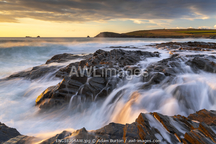 awl-images.com - England / Crashing waves over the rocky shores of Boobys Bay at sunset on the North Cornwall Coast, England. Autumn (October) 2020.
