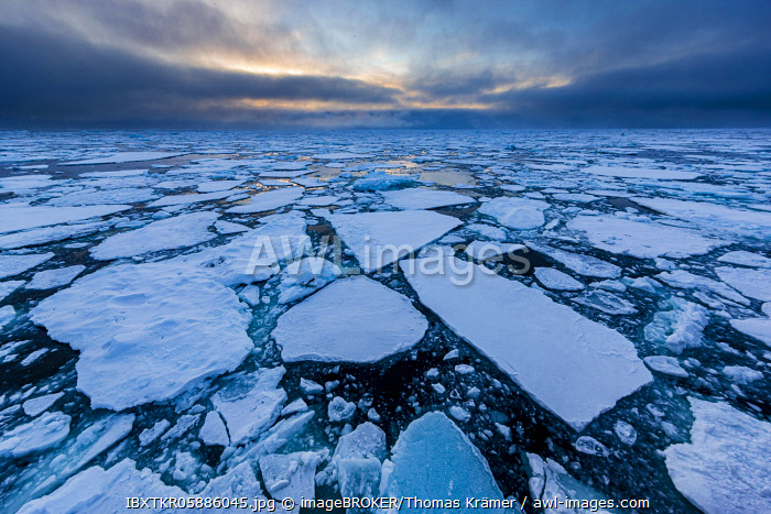 awl-images.com - Greenland / Ice field in the sea, threatening cloud atmosphere, east coast Greenland, Denmark, Europe