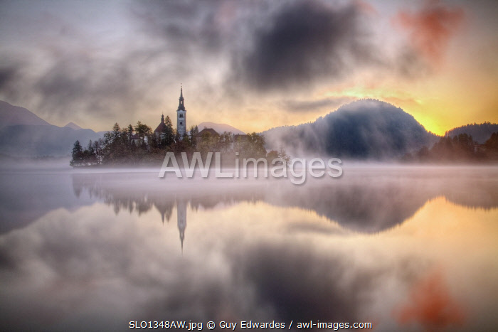 awl-images.com - Slovenia / Lake Bled and Bled Island with the Assumption of Mary's Pilgrimage Church at dawn, Bled, Julian Alps, Gorenjska, Slovenia