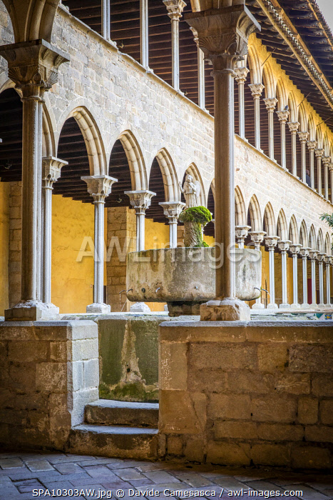 awl-images.com - Spain / Spain, Catalonia, Barcelona, Pedralbes Monastery, The cloister with the Angel Fountain.